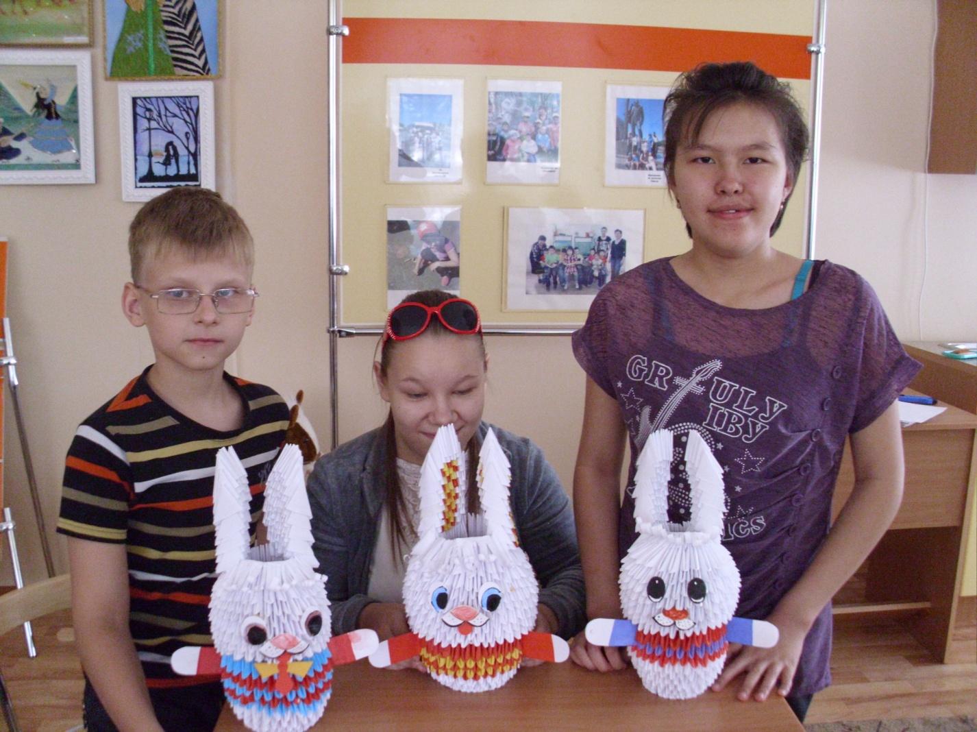 Поделки из бумаги - дети с зайчиками
