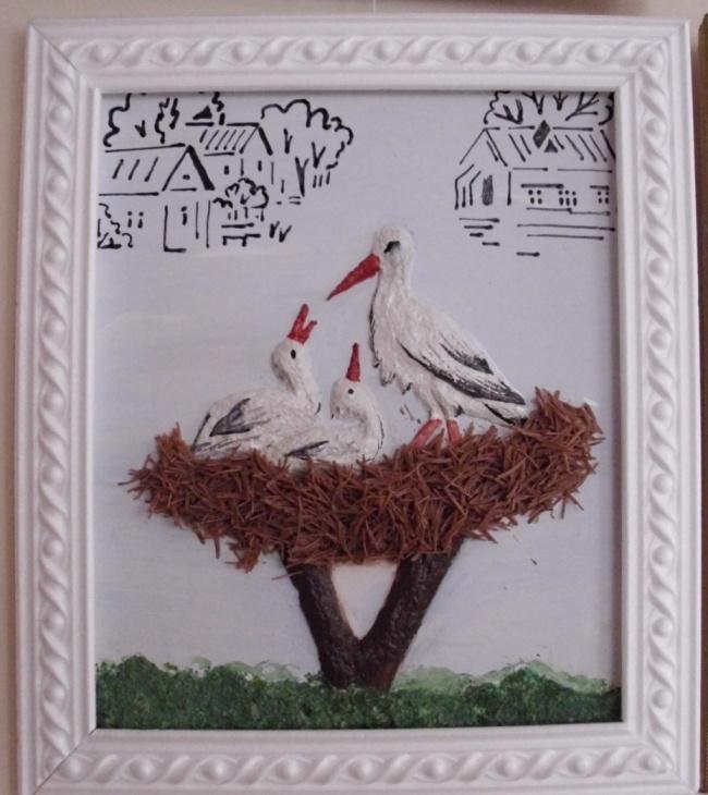 Аппликация - гнездо аиста - сделано из салфеток и макрон